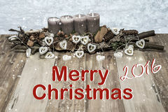 Vrolijke Kerstmisdecoratie die grijs van de het hartlamp van de kaarssneeuw de tekstbericht het Engels 2016 branden Stock Afbeeldingen
