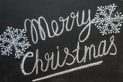 Vrolijke Kerstmisgroet met de hand geschreven op een klein leibord Royalty-vrije Stock Foto