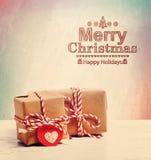 Vrolijke Kerstmistekst met leuke weinig giftvakjes Royalty-vrije Stock Afbeeldingen