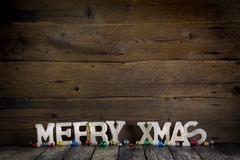 Vrolijke Kerstmistekst op houten oude achtergrond Stock Afbeeldingen