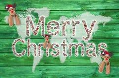 Vrolijke Kerstmistekst voor rond de wereld met kaart of bol in g Stock Foto