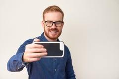 Vrolijke mens die selfie nemen stock afbeeldingen