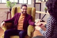 Vrolijke positieve mens die zijn toekomst willen kennen royalty-vrije stock afbeeldingen