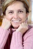 Vrolijke rijpe vrouw Stock Fotografie