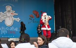 Vrolijke Santa Claus op een scène Stock Fotografie