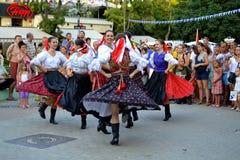 Vrolijke Slowaakse dansende meisjes Stock Foto