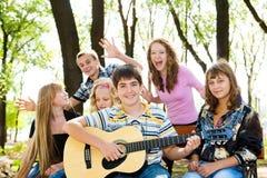 Vrolijke tieners Stock Foto