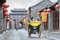 Vrolijke toeristen in een riksja, Peking, China Royalty-vrije Stock Foto