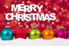 Vrolijke van Kerstkaart kleurrijke ballen op een rij decorati als achtergrond Stock Afbeelding
