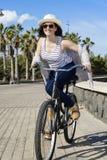 Vrolijke vrouw op vakantie in Lanzarote Royalty-vrije Stock Foto