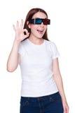 Vrouw in 3d glazen die o.k. teken tonen Stock Afbeelding
