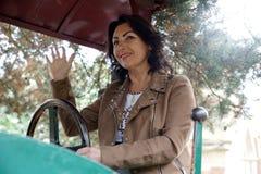 Vrouw aan het landbouwbedrijfwerk Stock Foto's