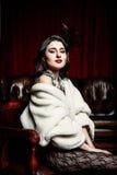 Vrouw als victorian voorzitter Stock Fotografie