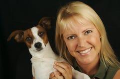 Vrouw & Haar Puppy JRT royalty-vrije stock foto's