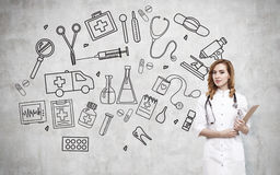 Vrouw arts en medische pictogrammen Stock Foto