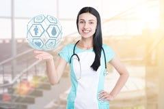 Vrouw arts op een kliniekachtergrond die wordt geïsoleerd stock fotografie