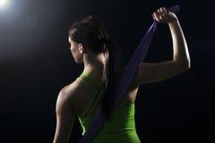 Vrouw in atletisch toestel Stock Afbeelding
