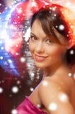 Vrouw in avondjurk die diamantoorringen dragen Royalty-vrije Stock Foto