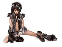 Vrouw in barbaars kostuum Stock Foto's