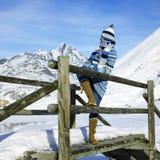 Vrouw in bergen Stock Afbeelding