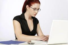 Vrouw betrokken op het werk Stock Fotografie