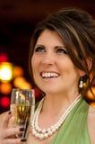 Vrouw bij cocktail party Royalty-vrije Stock Foto