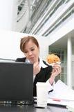 Vrouw bij Computer Royalty-vrije Stock Fotografie