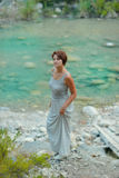 Vrouw bij de rivier Stock Foto's