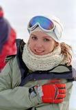 Vrouw bij de wintervakantie stock foto