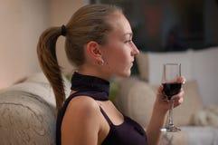 Vrouw bij diner Stock Foto