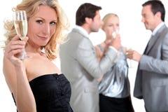 Vrouw bij een partij stock foto