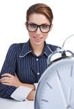 Vrouw bij haar bureau begin de dag Royalty-vrije Stock Foto's