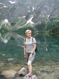 Vrouw bij het meer Royalty-vrije Stock Afbeeldingen