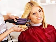 Vrouw bij kapper. stock fotografie