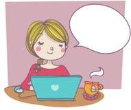 Vrouw bij laptop met lege ballon Stock Fotografie