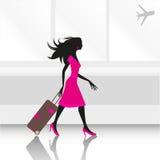 Vrouw bij luchthaven Stock Afbeeldingen