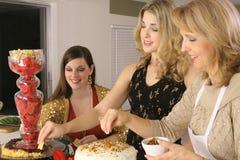 Vrouw bij partij het eten Royalty-vrije Stock Foto