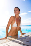 Vrouw bij pool royalty-vrije stock foto