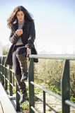 Vrouw bij telefoon Royalty-vrije Stock Foto's