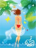 Vrouw in bikini swimwear bij tropisch strand met palm Stock Afbeelding
