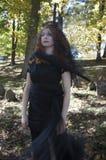Vrouw binnen met zwarte sluier Stock Afbeelding