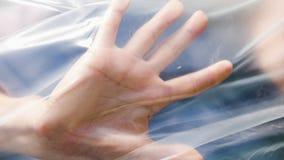 Vrouw binnen plastic zak E stock video