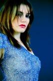 Vrouw in Blauw Stock Afbeeldingen