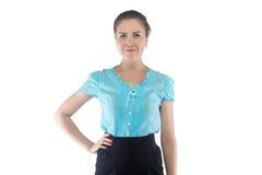 Vrouw in blauwe blouse met hand op heup Stock Foto's