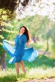 Vrouw in blauwe stipkleding Royalty-vrije Stock Fotografie