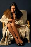 Vrouw in bont witn wijn. Royalty-vrije Stock Afbeeldingen