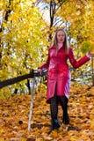 Vrouw in bos Royalty-vrije Stock Foto's
