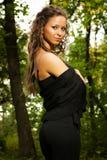 Vrouw in bos Royalty-vrije Stock Afbeeldingen