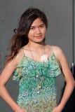 Vrouw in Buitensporig Groen Mouwloos onderhemd Stock Afbeelding