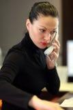 Vrouw in bureau Royalty-vrije Stock Afbeeldingen